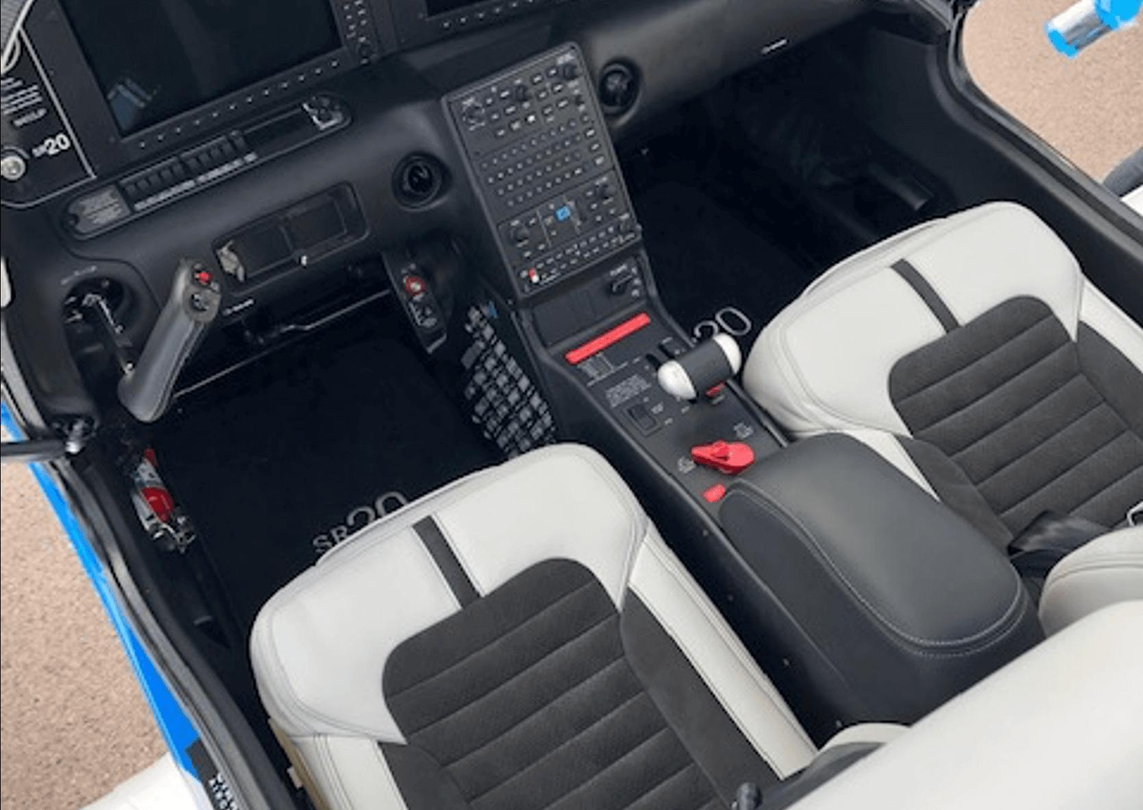 Cirrus SR20 Innenansicht